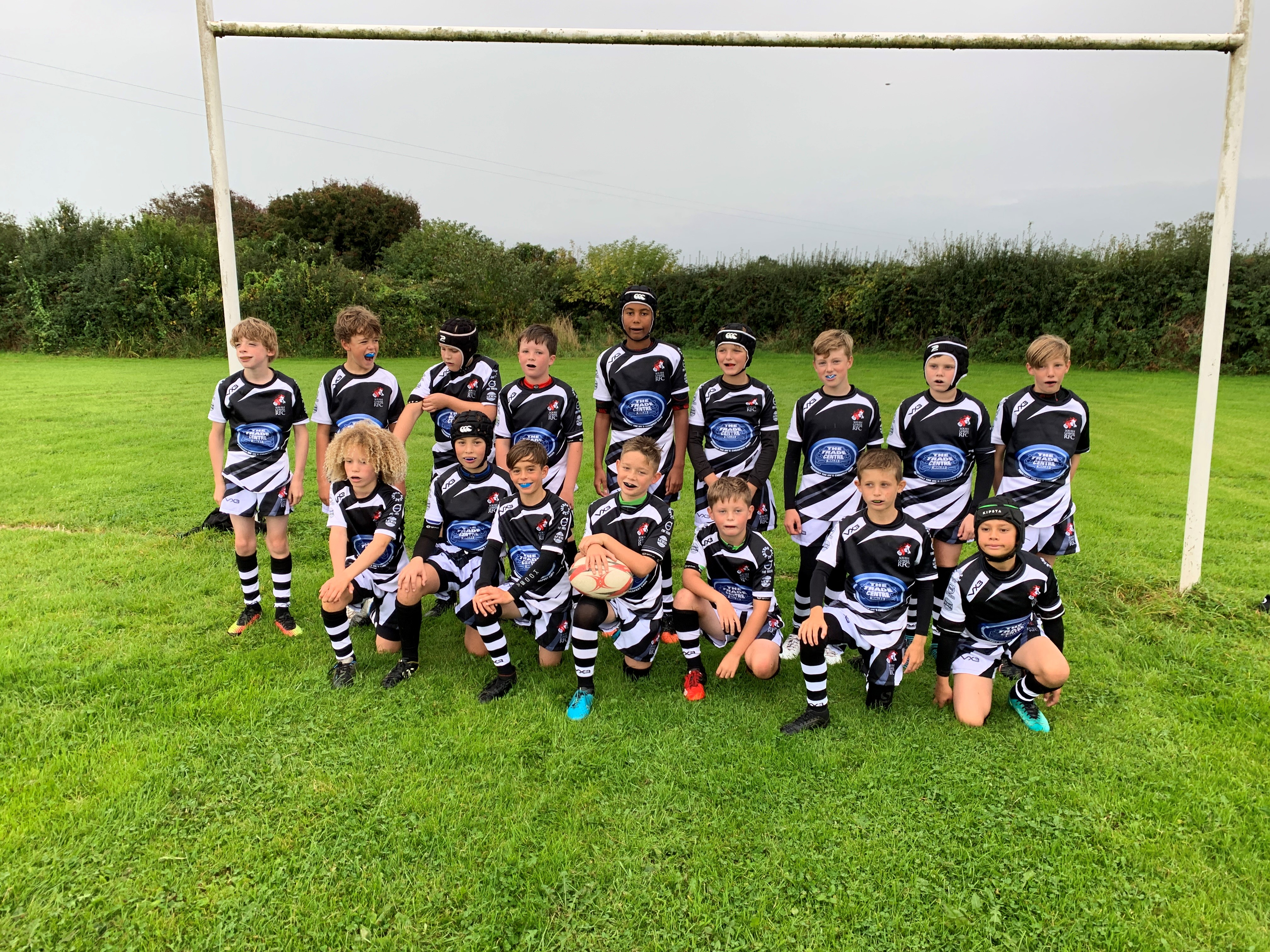 Trade Centre Wales sponsors new kits for South Gower RFC Under 11s image